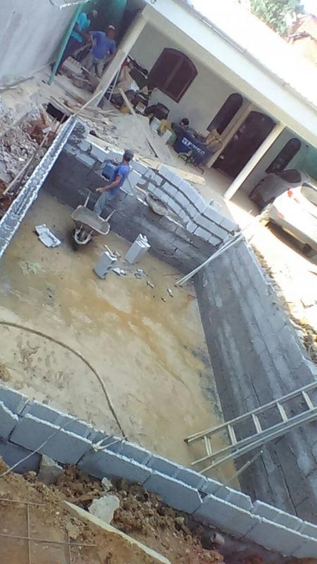Empresa de Construção de Piscina de Alvenaria Jardim Helian - Construção de Piscina com Prainha